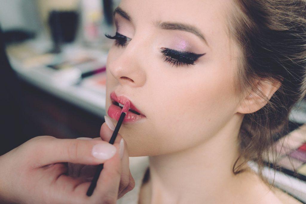 makeup artist bath